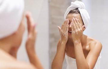 Démaquillage à la gelée pour éliminer le maquillage et les impuretés